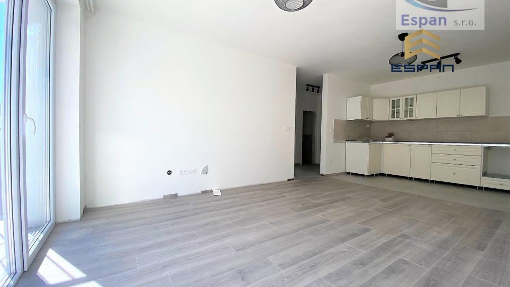 **NOVOSTAVBA: Slnečný 2 izb. byt s kuchynskou linkou v Malackách!!*