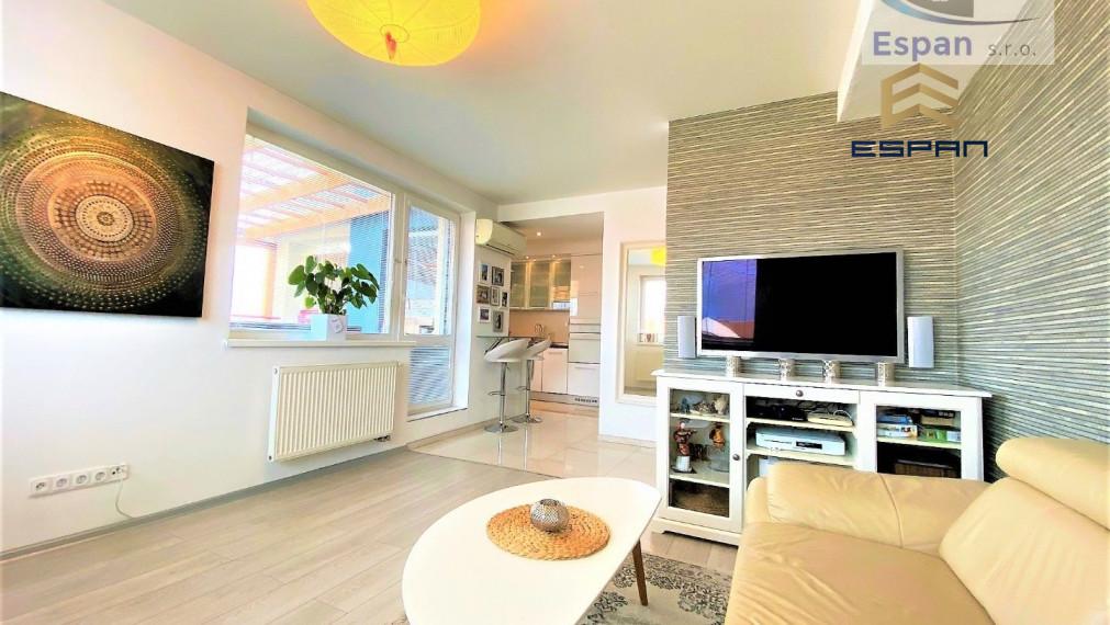 !!TOP PONUKA: Exkluzívny 3 izb. byt s úžasnou terasou a krytým parkovanín - priamo v CENTRE mesta Malacky!!
