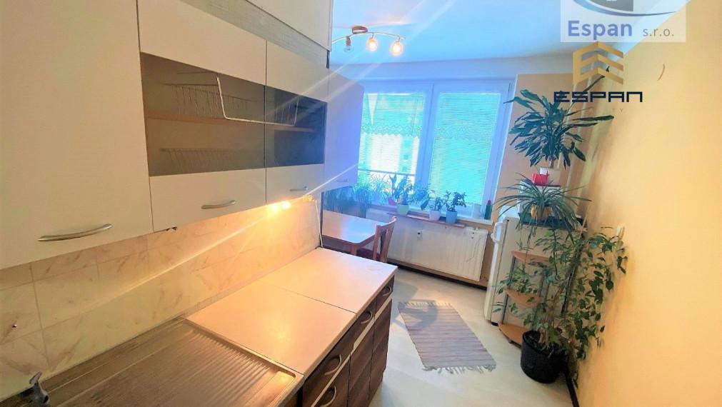 ***NOVINKA: Priestranný 2 izbový byt na ul. Štúrova v Malackách!!