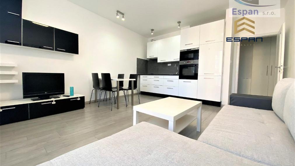 **NA PRENÁJOM: Slnečný 2 izbový byt priamo v CENTRE mesta Malacky!!!*